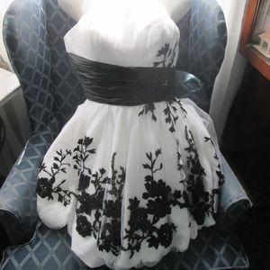 Mori Lee - White Strapless Aline Prom Dress-Size10